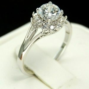 Jewelry - NWOT Studded Round-cut ring